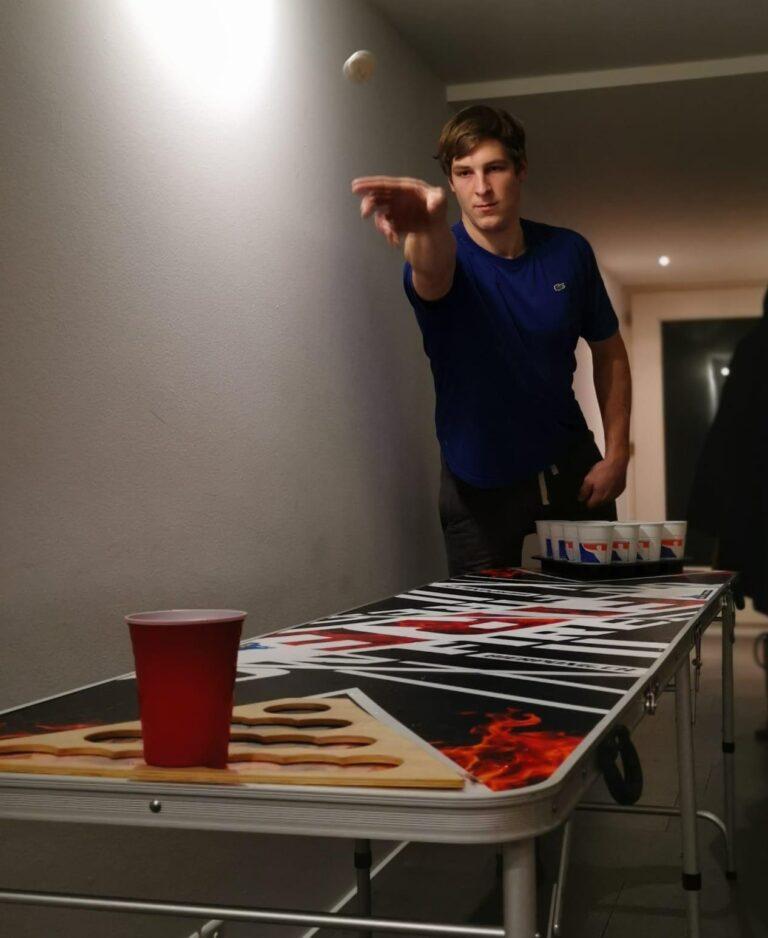 Weltmeister Beer Pong Wurf